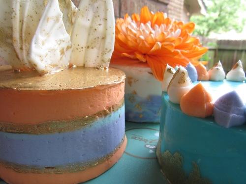 mini cakes striped